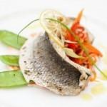 9644335-piatto-di-alta-cucina-di-spigola-con-verdure-varie